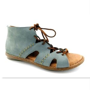 BORN Blue Nubuck Bohemian Back Zip Lace Sandals 10
